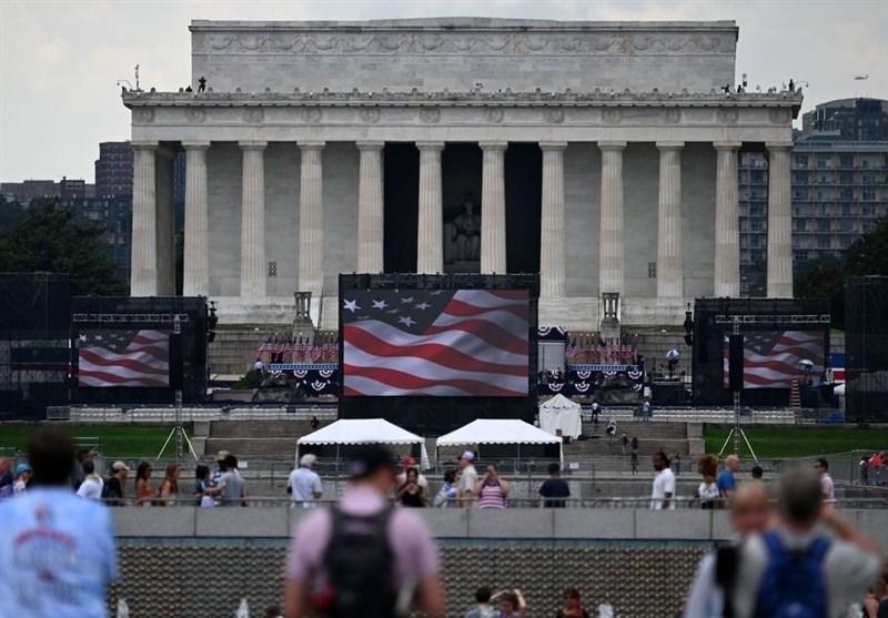 مراسم روز استقلال آمریکا؛ از اعتراض تا سخنرانی ترامپ پشت شیشه ضدگلوله